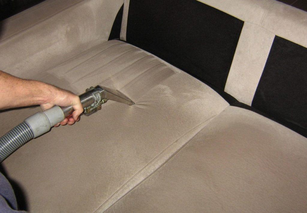 Как и чем можно почистить диван в домашних условиях 930