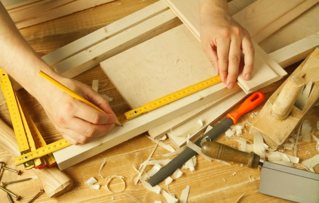 Прихожая своими руками с фото: полная инструкция. Чертежи, схемы стандартных и угловых прихожих, как сделать прихожую в квартире самому и правила расстановки мебели