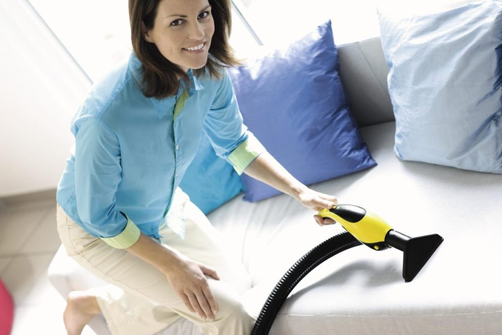 Как очистить диван с обивкой из микроволокна