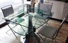 Стол на кухню раздвижной из стекла и металла