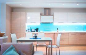 Освещение и декор для голубой кухни